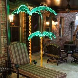LOVE all these fake palm trees ideas ❤❤❤ the ones with lights are gorgeous - I want them in my backyard everywhere!