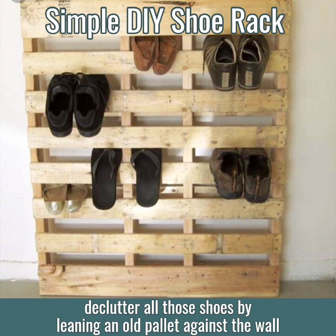 Pallet projects - easy DIY pallet projects for beginners - Pallet shoe rack for shoe storage - Super simple DIY pallet project - make a shoe rack with an old wood pallet!  Genius!