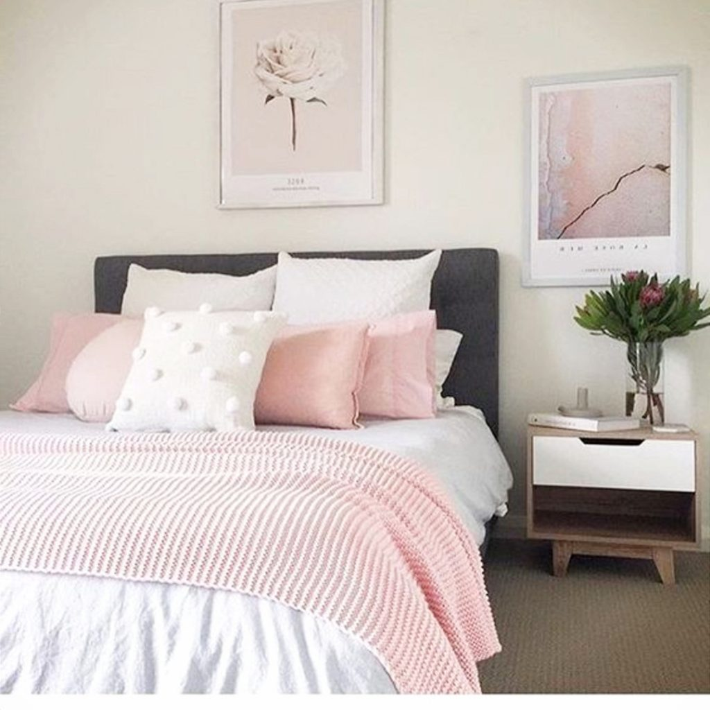 blush pink and white idea for my bedroom #blushpinkbedroom #rosegoldbedroom #rosebedroom #bedroomideas #bedroomdecor #blushpink #diyroomdecor #houseideas #blushbedroom #dustypinkbedroom #littlegirlsroom #homedecorideas #pinkandgold #girlbedroom #dreambedrooms