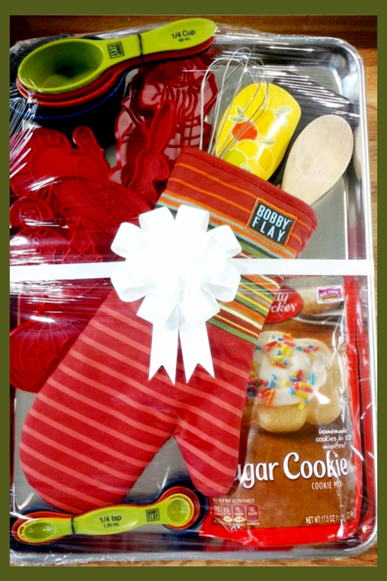baking gift basket ideas - great and EASY housewarming gift basket ideas.  Raffle basket and silent auction gift basket ideas too