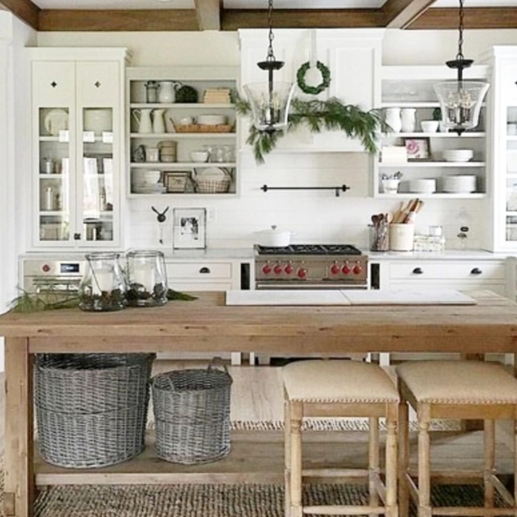 Farmhouse Kitchen Decor Ideas on a Budget - Simple DIY Farmhouse-Style Decorating Ideas For Your Kitchen from Involvery.com #farmhousekitchens #farmhousedecor #kitchenideas #farmhousestyle #diyhomedecor #dreamhome #homedecorideas