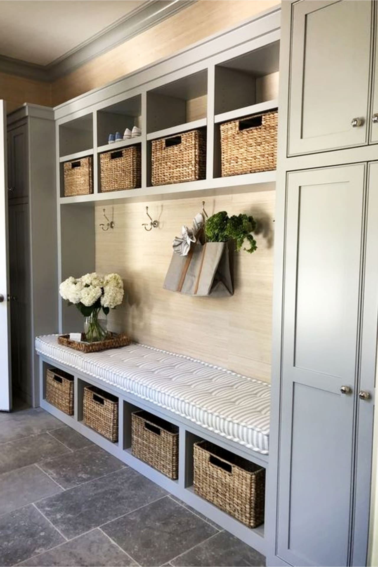 mudroom ideas - farmhouse mudroom ideas and country style entryway mud rooms (love the mudroom paint colors!)
