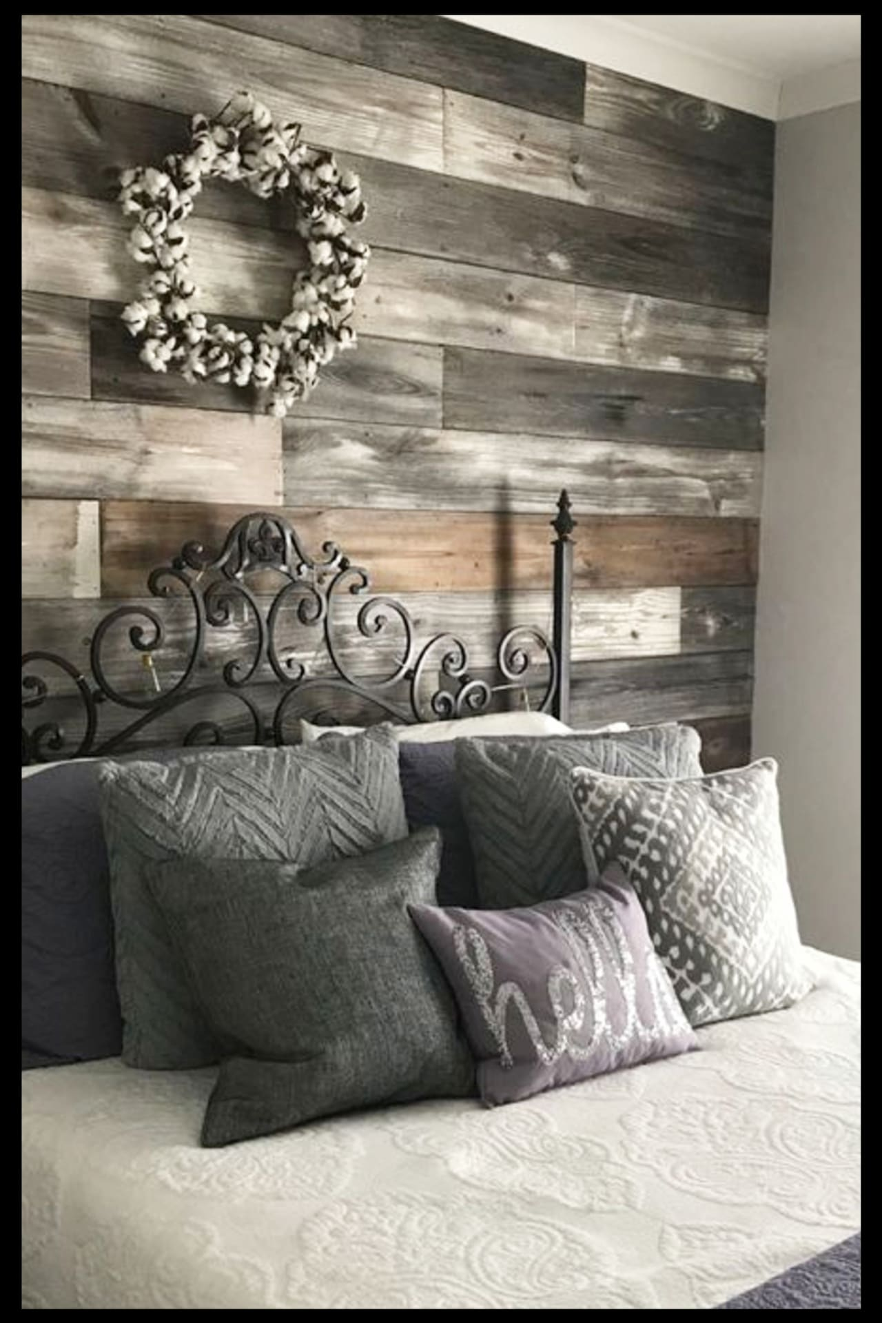 Pallet projects - easy DIY pallet wall decor - panel your walls with old pallet wood such clever home decorating pallet projects - pallet wall in bedroom behind bed