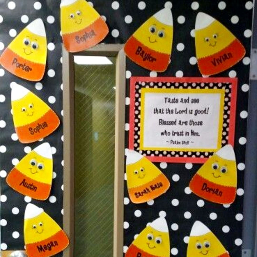 Cute classroom door ideas and bulletin board ideas for Fall (October November) - Sunday School and Pre-K Classroom decor ideas and bulletin board ideas for Fall (Halloween and Thanksgiving themes) - Fall classroom decorations for doors and bulletin boards - perfect for Kindergarten and Church too