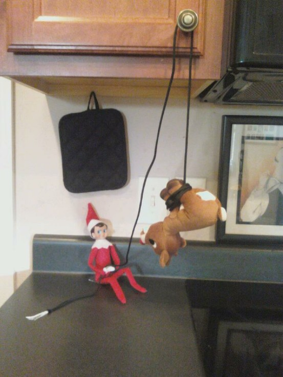 simple, easy, and FUNNY Elf on the Shelf idea for tonight