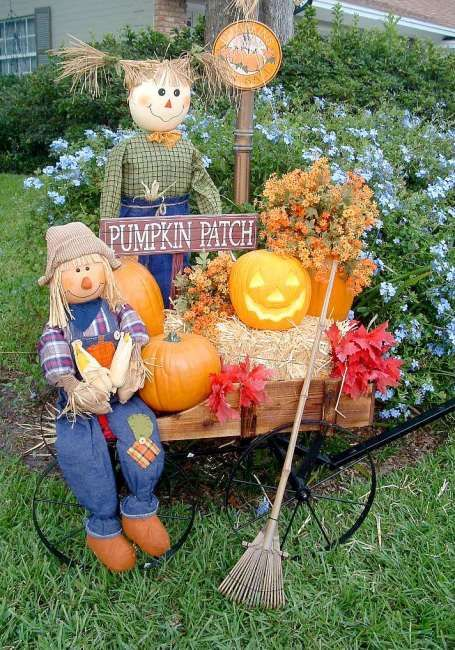 LOVE this idea for Fall decorating - pumpkins, scarecrow in a wagon.