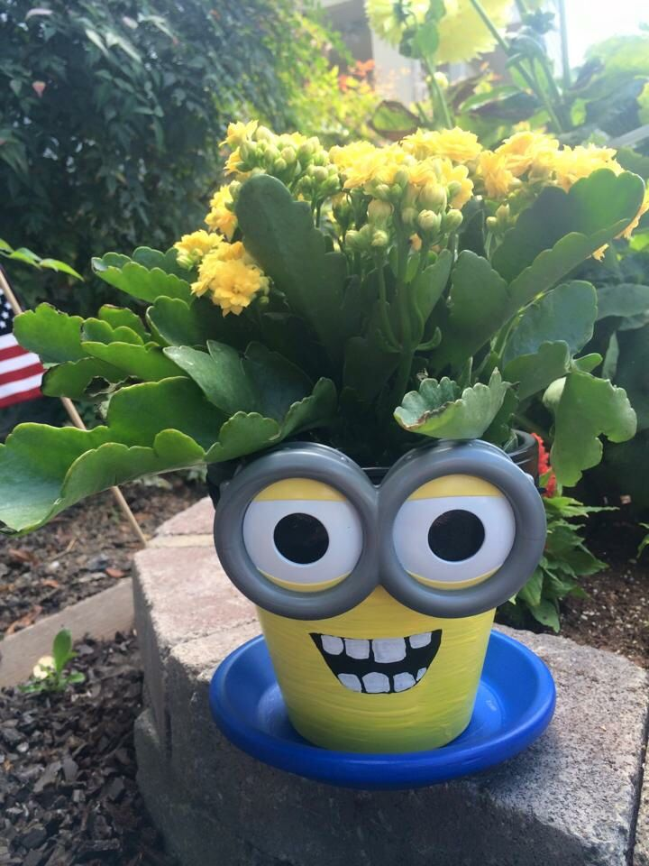 DIY Minion Terra Cotta Flower Pots - How to paint Minion characters from the movie on terra cotta flower pots. Great craft idea for kids