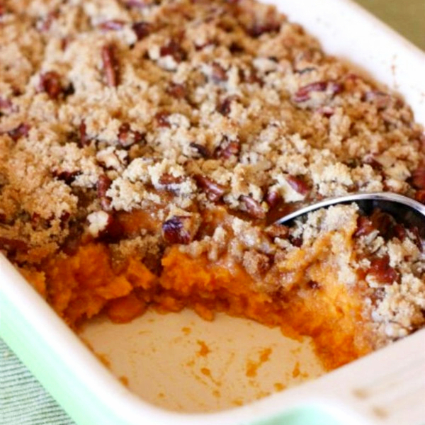 easy Thanksgiving side dishes – make ahead recipes, vegetable side dishes, casserole recipes, side dishes you can make in your slow cooker, traditional side dish ideas, and some healthy Thanksgiving dinner side dish ideas - sweet potato casserole souffle