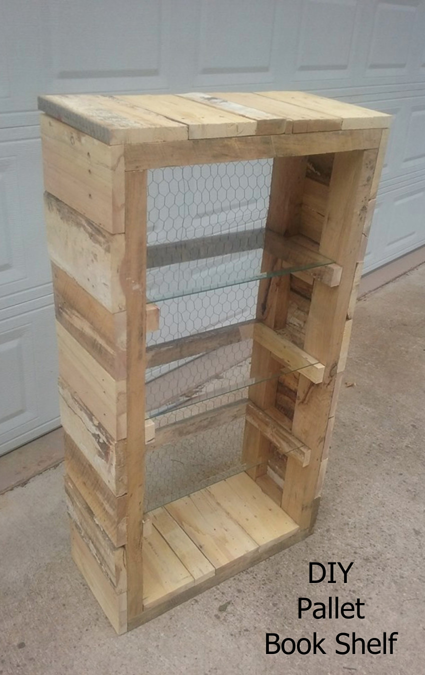 This is just plain CLEVER - it's a DIY bookshelf made out of pallet wood.  Chicken wire for the backing and glass for the shelves.  What an easy DIY pallet idea!