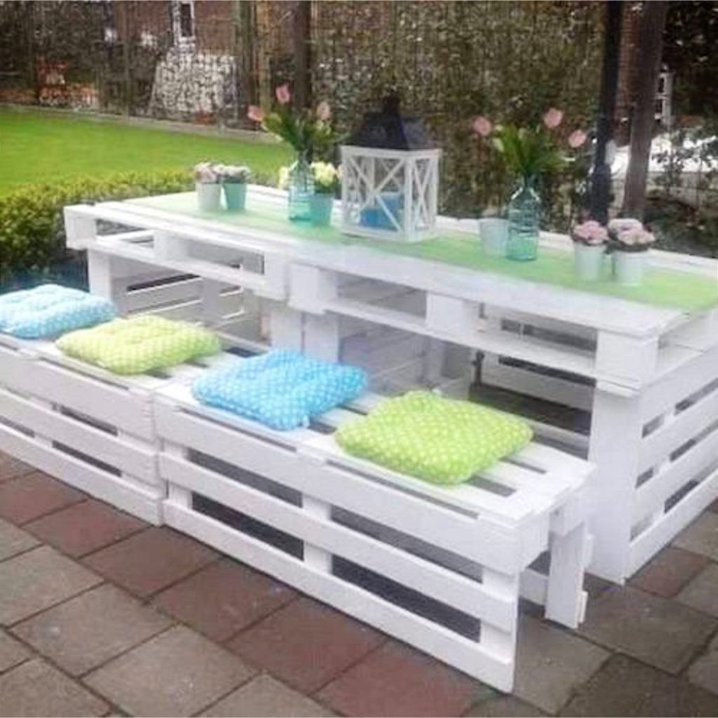 This is brilliant! DIY pallet picnic table and benches. Love things that are made out of old pallet wood and this picnic table and benches are just gorgeous. Love that they painted it white - it looks so pretty!