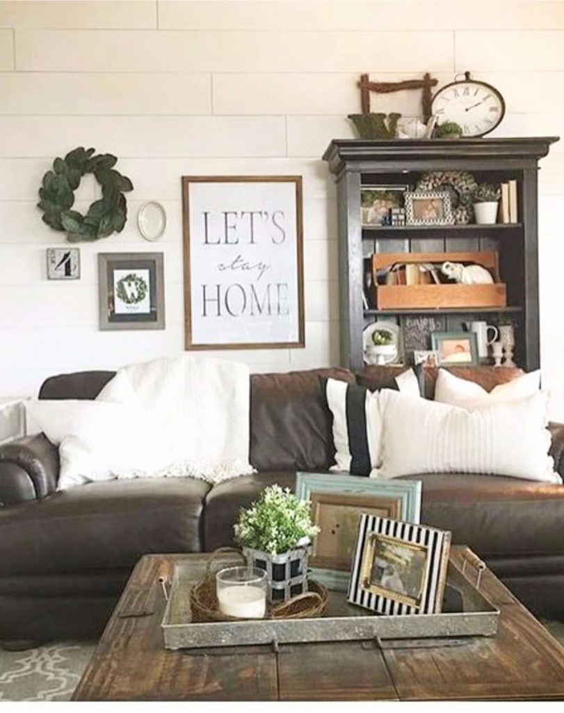 Farmhouse living room ideas - #livingroomideas #farmhouselivingroomideas #farmhousedecor #livingroomdecor #diyhomedecor #homedecorideas #diyroomdecor #farmhousestyle #rustichomedecor