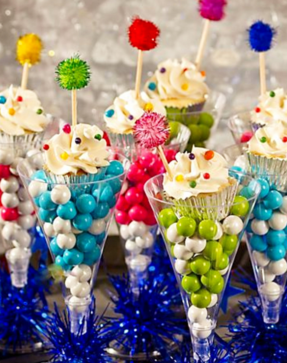 Family-friendly New Years Eve ideas - Love these ideas for kids and families on New Years Eve! Make a special candy treat to celebrate the New Year - the kids will love it!