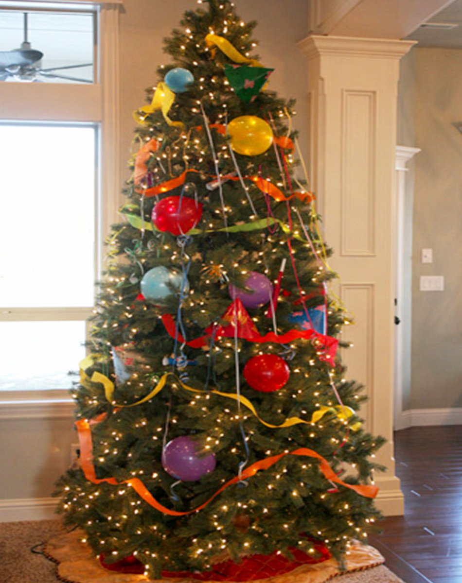 Family-friendly New Years Eve ideas - Love these ideas for kids on New Years Eve! Have the whole family help UN-decorate the Christmas tree and turn it into a New years tree!