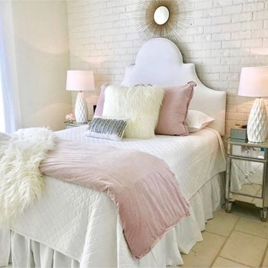 white and rose gold pink bedroom ideas #blushpinkbedroom #rosegoldbedroom #rosebedroom #bedroomideas #bedroomdecor #blushpink #diyroomdecor #houseideas #blushbedroom #dustypinkbedroom #littlegirlsroom #homedecorideas #pinkandgold #girlbedroom #dreambedrooms