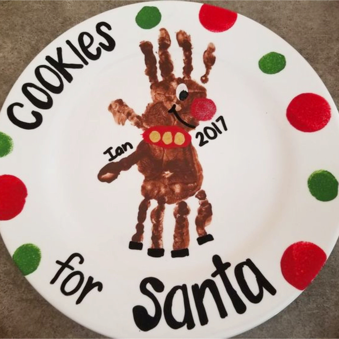 Christmas crafts for kids - Cookies for Santa plate made with childs handprint as a reindeer - cute! #diycrafts #craftsforkids #christmascrafts