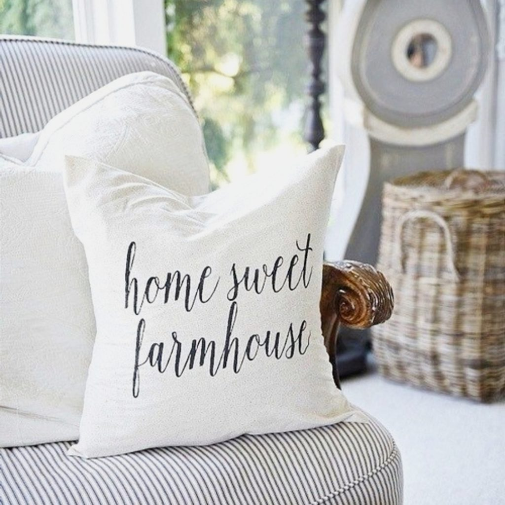 Farmhouse Look on a Budget - How To Create Farmhouse Look in your Home on a Budget - Old Farmhouse Decorating Ideas and Pictures #farmhousedecorideas #farmhousestyle #diyhomedecor #decoronabudget