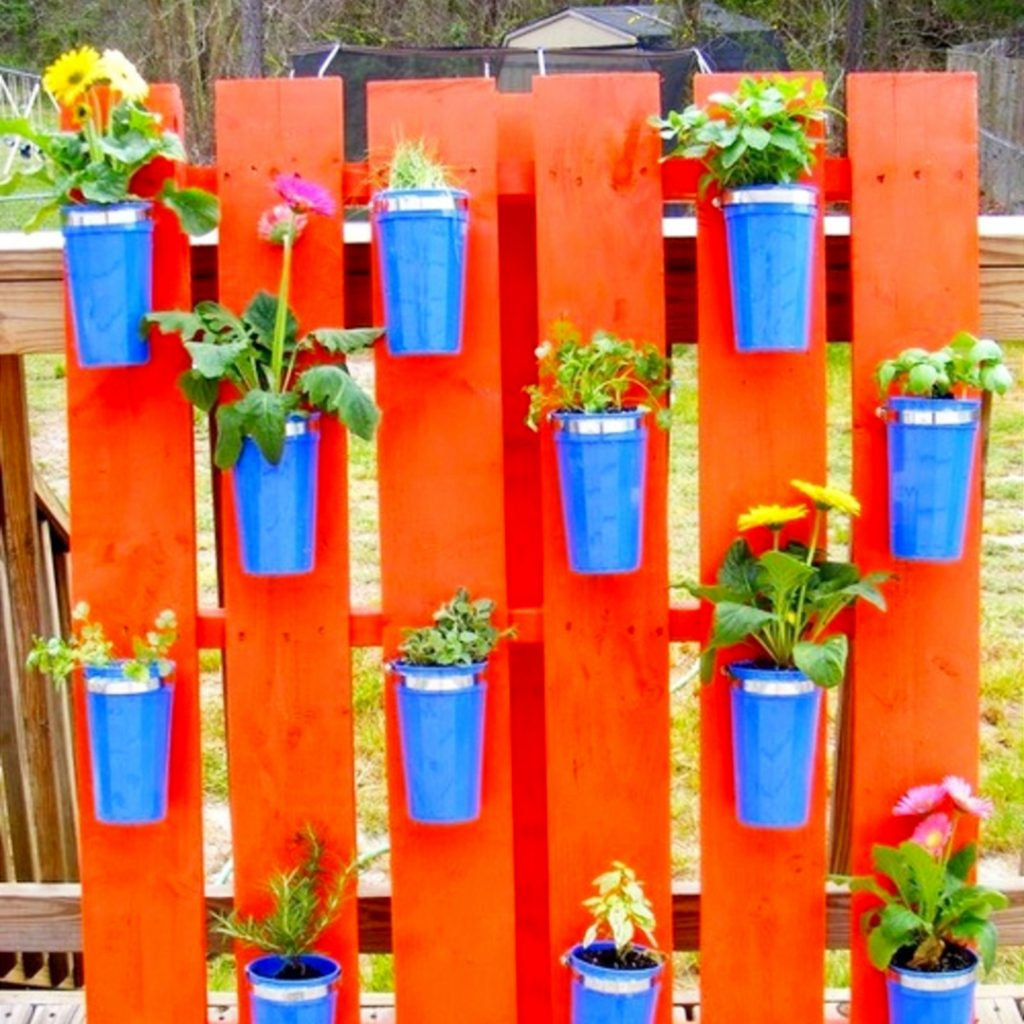 Ideas for clay pots - love this pallet wall with flower pots!