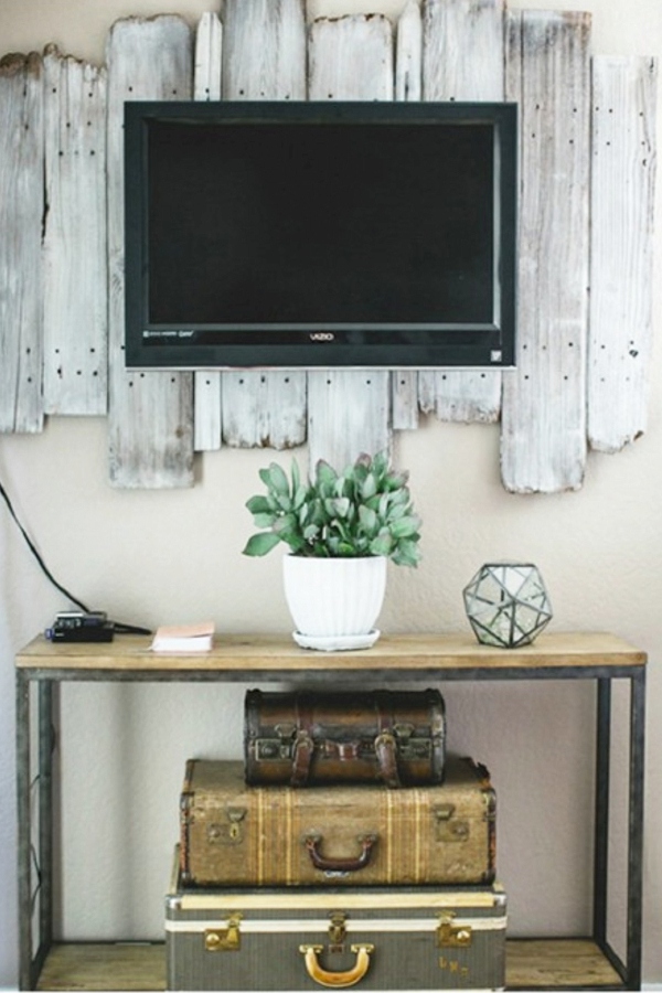 Rustic Farmhouse Living Room ideas with Pallet Wood Wall behind TV and rustic table - Easy DIY Rustic Home Decor Ideas on a Budget