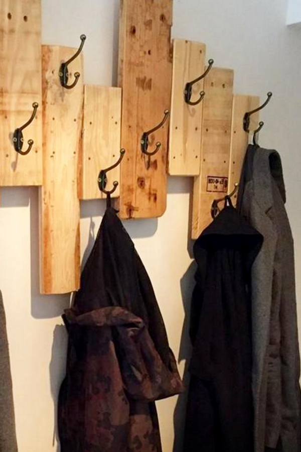 Pallet Wood Wall Coat Rack - Easy DIY Rustic Home Decor Ideas on a Budget