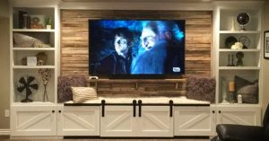 Rustic decor ideas for decorating on a udget in rustic style - Pallet Wall in Living Room Behind TV - Easy Pallet Wall Entertainment Center with shelves - Easy DIY Rustic Home Decor Ideas on a Budget
