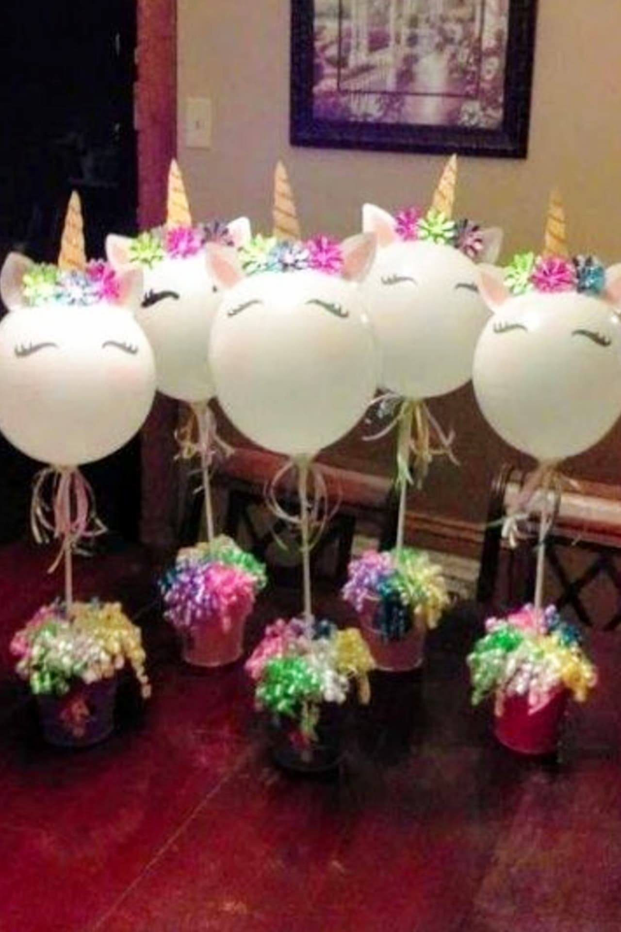 Unicorn birthday party ideas and unicorn crafts for kids - unicorn party centerpieces with balloons - would also be cute DIY unicorn birthday goody bags