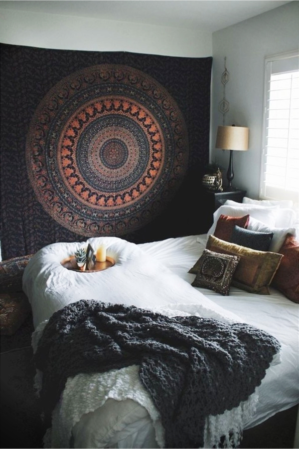 Decorate your room with things you already have - how to decorate your room without buying anything