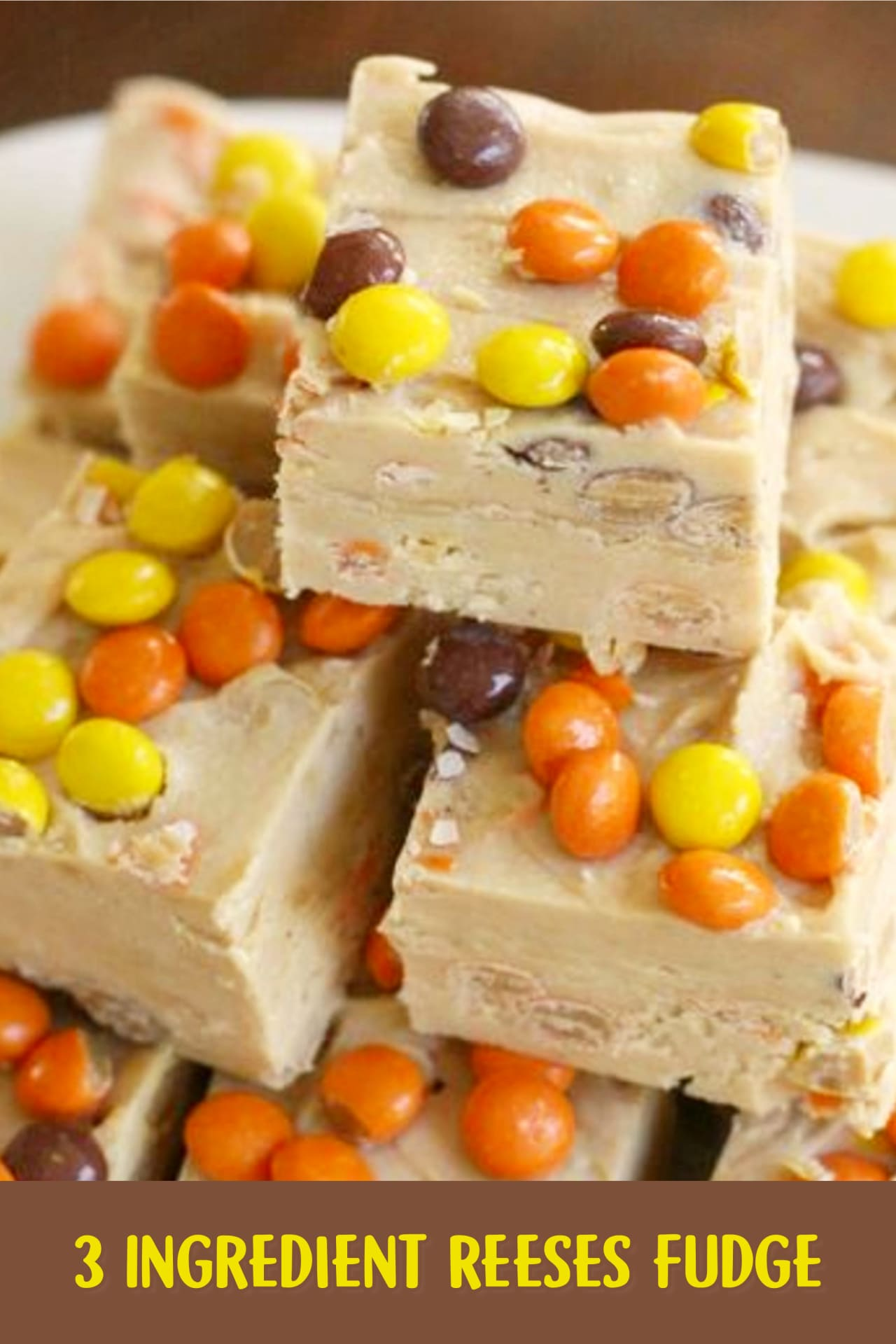 3 Ingredient Fudge Recipes - Easy 3 Ingredient Reeses peanut butter Fudge Recipe - Easy desserts for a crowd and super simple dessert gifts and party