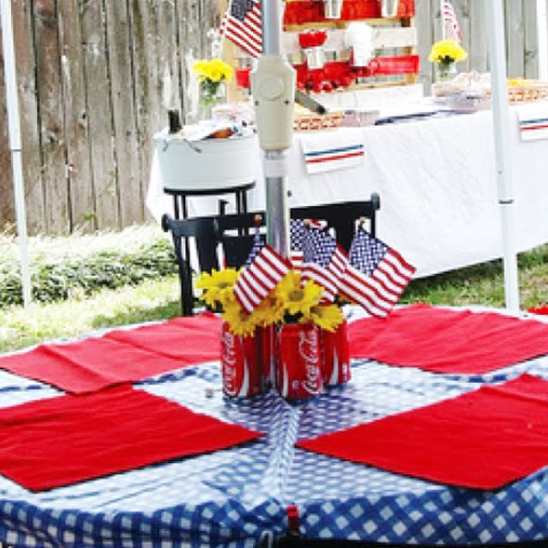 4th of July party ideas - table decorating ideas for a 4th of July party, cookout or block party