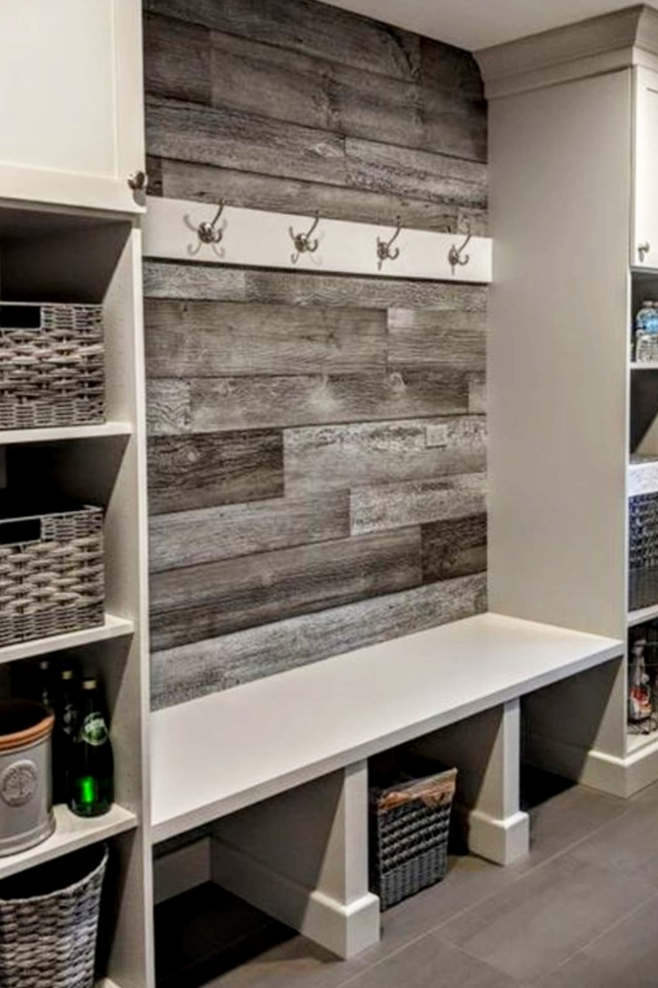 Pallet projects - easy DIY pallet wall decor - panel your walls with old pallet wood such clever home decorating pallet projects - pallet wood wall in mudroom - farmhouse mudroom accent wall ideas