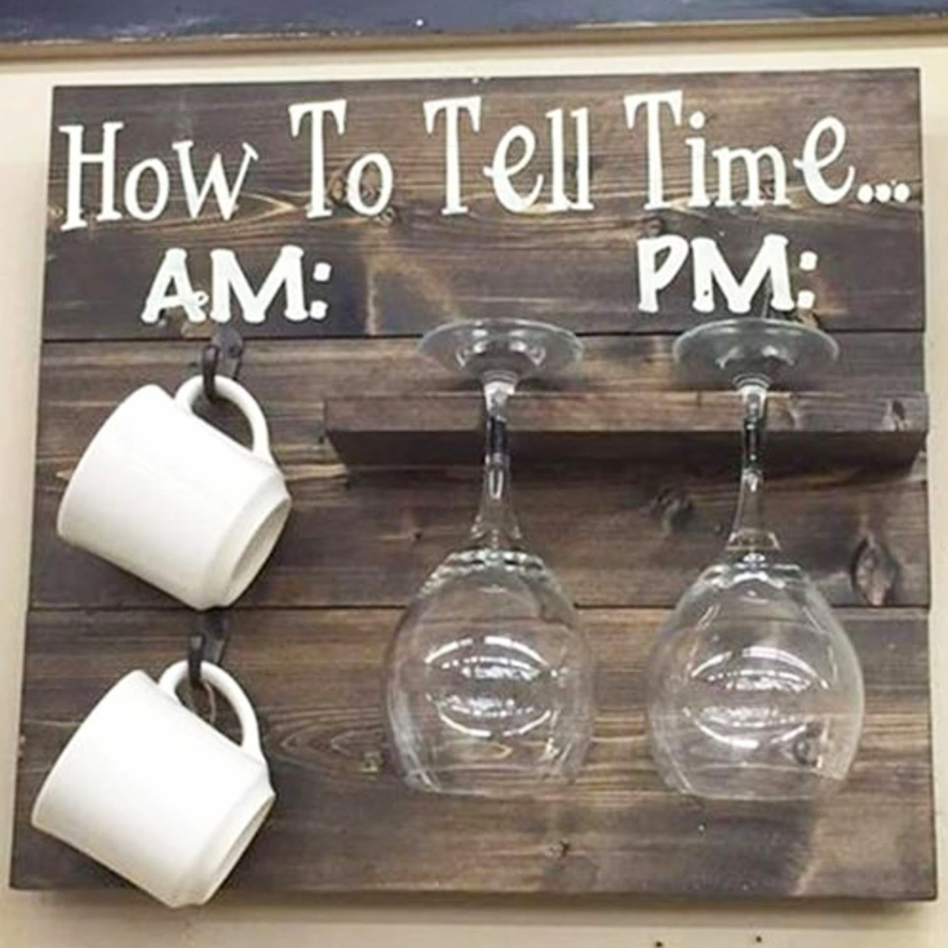 Pallet projects - Easy DIY pallet projects and pallet decor for your kitchen - also makes a great handmade gift idea for a wine lover or coffee lover