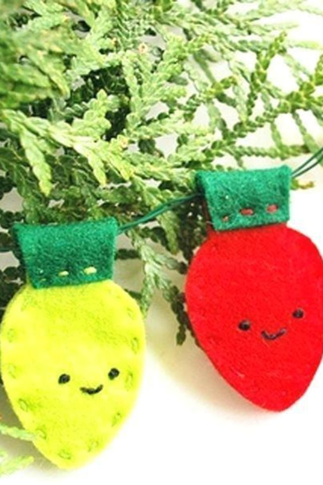 Felt crafts for Christmas - cheap and easy DIY Christmas Tree decorations